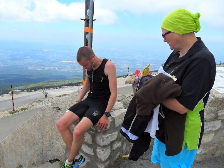 Davy's mama was erbij toen hij in 2013 de Mount Ventoux opliep. De eerste van een lange reeks stunts voor het goede doel.