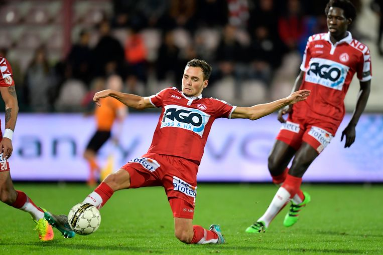 Ook KV Oostende, de Engelse tweedeklasser Brentford en het Spaanse Celta de Vigo tonen interesse in de middenvelder.