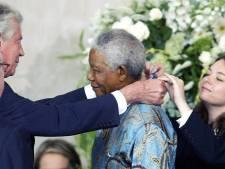 Wim Kok reikte Mandela in Middelburg een Four Freedoms Award uit