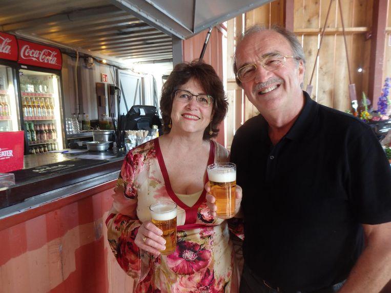 De trotse ouders Sonja en Wim Schuurman. De wijze raad die moeder altijd geeft op vakantie: geniet! Beeld Schuim