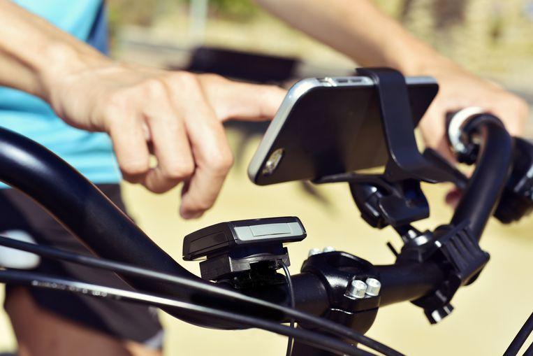 Een smartphoneholder op een fiets. Beeld Shutterstock