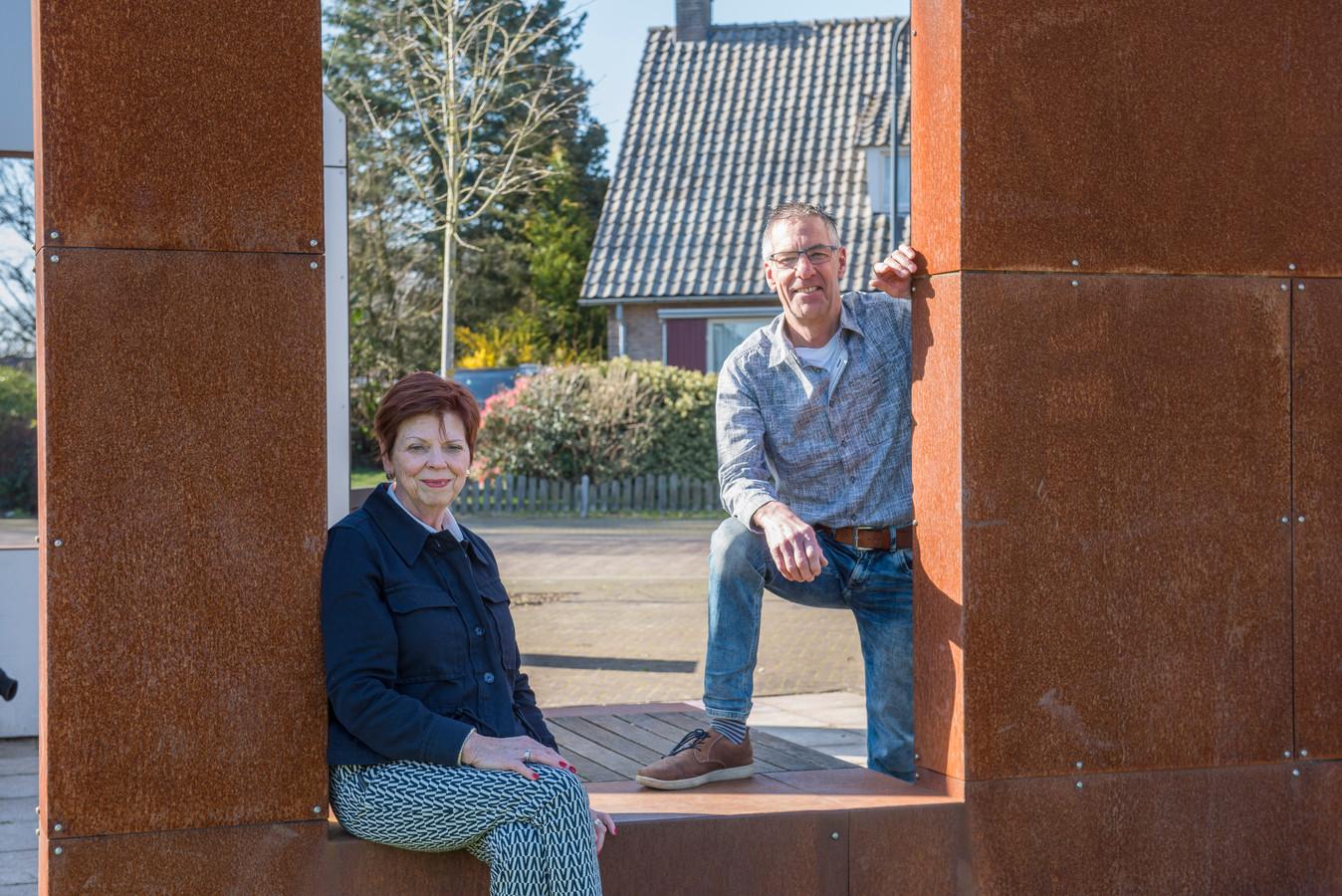 Walter Ansems en Lies van Lieshout van Hoogeloon Helpt.