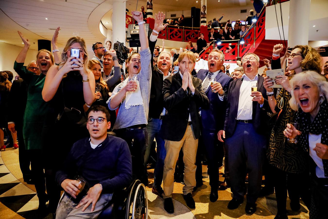 Publiek van Forum voor Democratie (FvD) tijdens de uitslagenavond van de Provinciale Statenverkiezingen en de waterschapsverkiezingen.