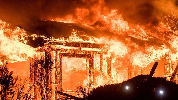 Californië vecht tegen vuurzee: 17 doden, 20.000 mensen op de vlucht en 2.000 gebouwen verwoest