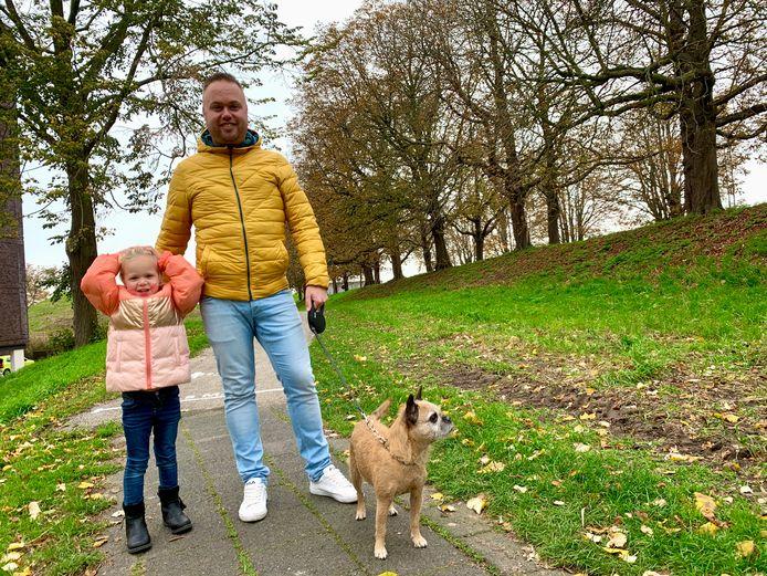 Papa Marijn met dochter Esmee en hond Bailey