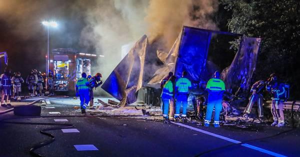 Dode bij ongeluk A67 Asten, snelweg dicht tussen Helden en Asten.
