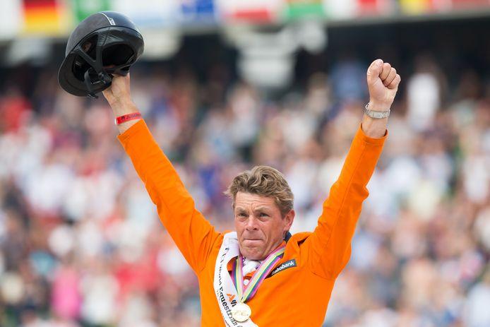 Jeroen Dubbeldam na het veroveren van de wereldtitel tijdens de Wereldruiterspelen in 2014 in Caen. Het waren de meest succesvolle Wereldruiterspelen voor Nederland in de geschiedenis met 18 medailles.