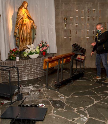 Vandalen (ver)branden kaarsje in katholieke kerk in Harderwijk