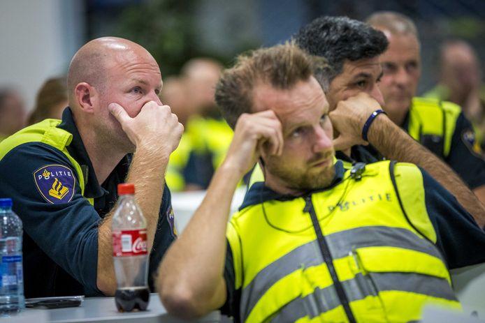Agenten kwamen zaterdag in Sittard bijeen voor een cao-bijeenkomst. De politie was als protestactie voor een betere cao niet bij de wedstrijd Fortuna Sittard tegen FC Utrecht.