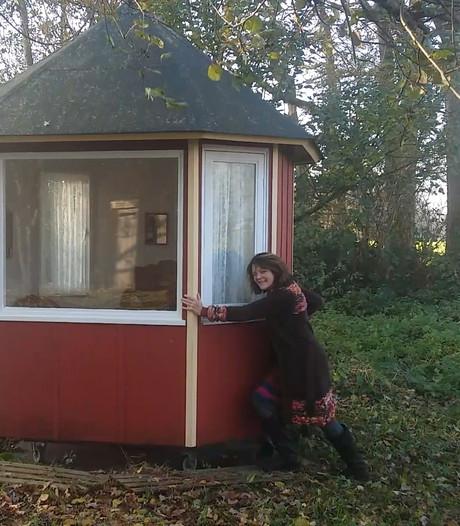Draaiend schrijvershuisje baken van rust voor Dienke Cazemier