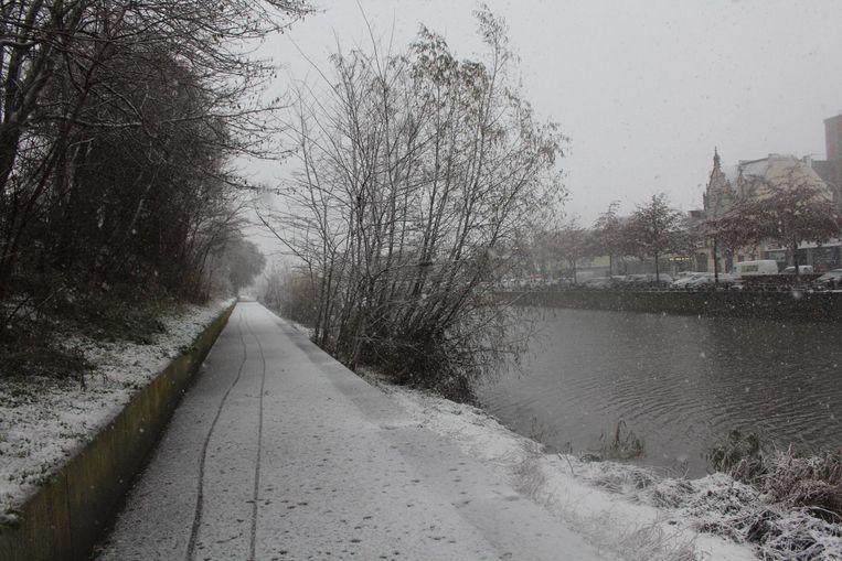 Een wandeling langs het water, nog meer idyllisch als het sneeuwt.