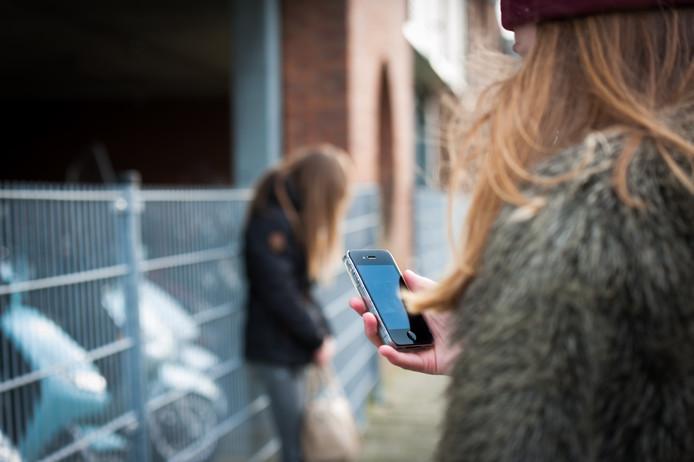 Tieners en een app waarop je anoniem 'feedback' kan geven: elke weldenkende volwassene voelt op zijn klompen aan dat dit nooit lang gezellig blijft.