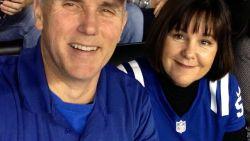 Politiek theater nadat Pence al na enkele minuten naar vliegveld vertrekt na spelersprotest op NFL-wedstrijd