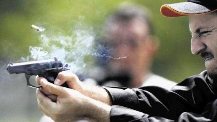 De misdadigers sparen hun kogels niet, de politie evenmin. (FOTO AFP) Beeld