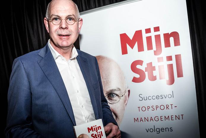Toon Gerbrands vertelt in zijn boek 'Mijn Stijl' ook over de manier waarop PSV vorig seizoen met de kleine kampioenskans omging.