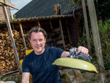 Thuiskoks: Jeroen Vesters bakt Flammkuchen boven het vuur