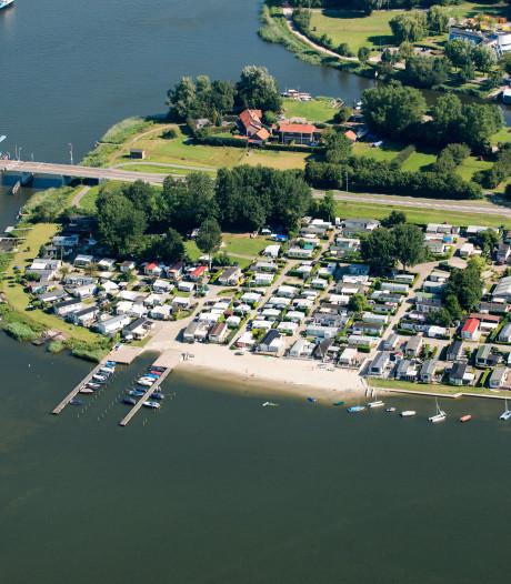 Geen hotel maar vrijstaande woningen op kop van de haven in Elburg