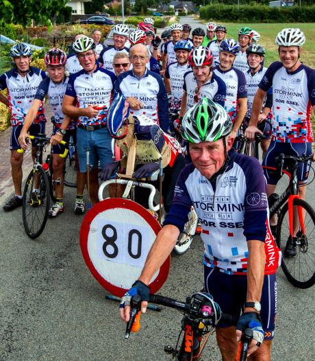 Wielrenner Erwin Meijer (80) uit Eefde heeft dit jaar al 18.000 kilometer op de teller