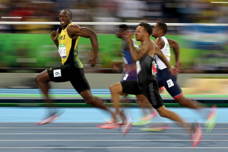 Bolt won de halve finale van de 100 meter in Rio bijna net zo makkelijk als de hardloopwedstrijdjes op school. Beeld Getty Images