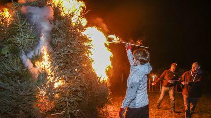 Kerstboomverbranding verwarmt inwoners Mariakerke