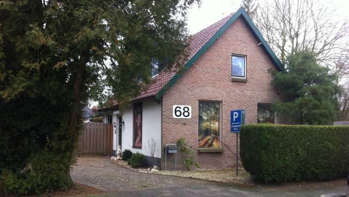 Massagesalon aan de Lange Brinkweg in Soest.
