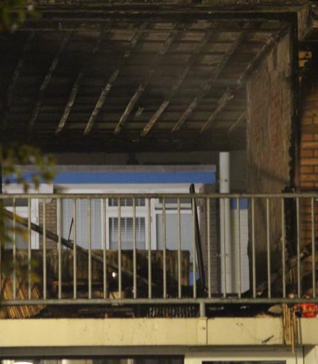 Zes appartementen onbewoonbaar door brand in portiekflat Hengelo