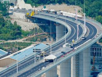 Italianen openen nieuwe snelwegbrug in Genua