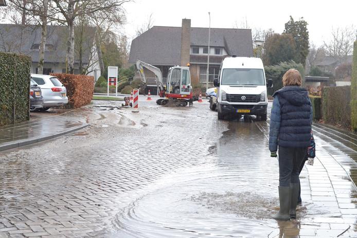 Zondagmiddag sprong er een waterleiding in het centrum van Boxtel. Het zorgde voor veel overlast.