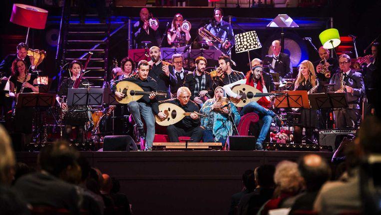 Asielzoekers, jonge talenten en het Nederlands Blazers Ensemble tijdens de generale repetitie op oudjaarsdag. Beeld Remko de Waal/ANP