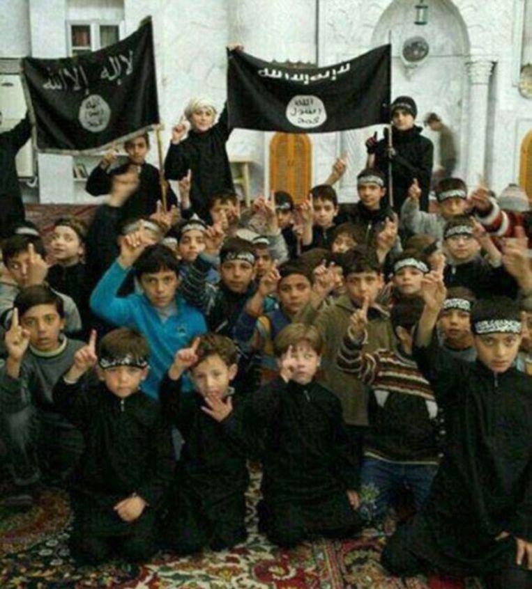 Kinderen van IS-strijders in Raqqa, foto uit november 2014.