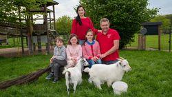 """Uitbaatster kinderboerderij klaagt wangedrag bezoekers aan: """"Respect voor dieren soms ver te zoeken"""""""