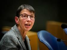 Staatssecretaris Klijnsma geeft Haagse brugklassers smartphone