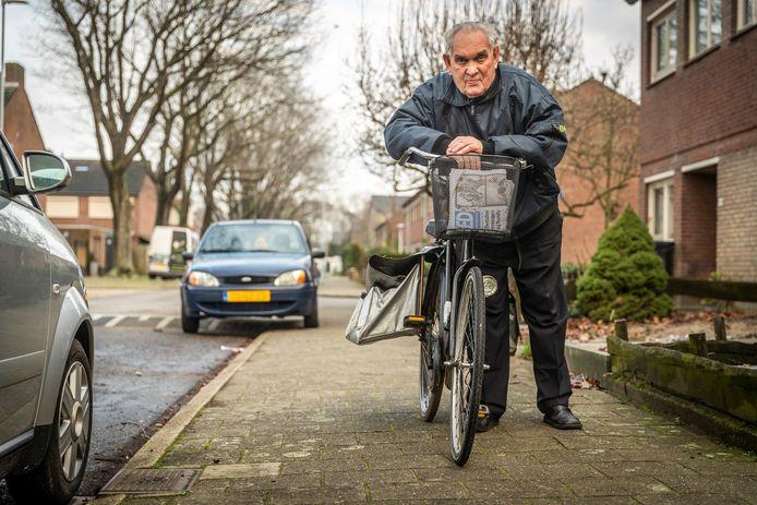 Gewoon met z'n fietske, zo bezorgt Toon Bloks uit Valkenswaard al ruim dertig jaar het ED in zijn regio.