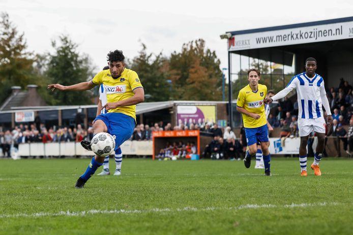 Beeld uit de wedstrijd in de derde divisie tussen VV Dongen en FC Lienden. Lienden stopt met het zondagteam