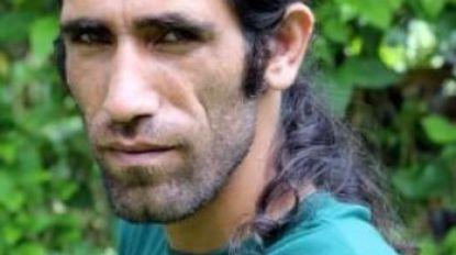 Iraans-Koerdische asielzoeker die via Whatsapp boek schreef vanuit gesloten detentiecentrum op Manus wint grote Australische literatuurprijs
