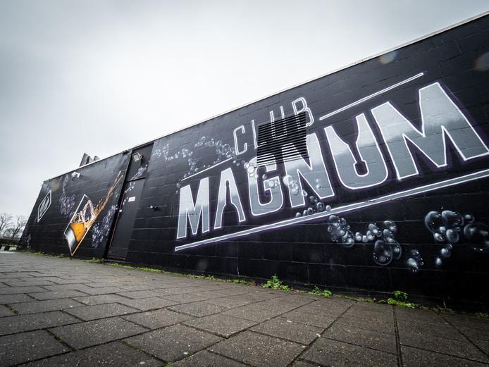 Clun Magnum onder vuur aan de van der Hagenstraat in Zoetermeer