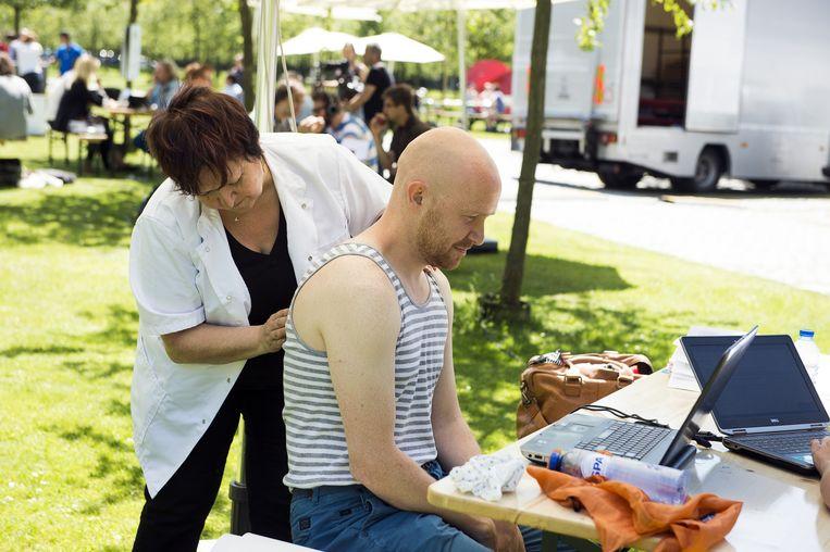 Een goede massage bevordert de concentratie, meent Jelle Boeve-De Pauw.