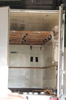 Bestelbus vol chemicaliën gevonden bij drugsverdachte in Dongen én De Moer