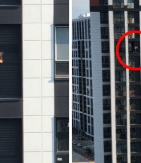 Elle nettoie l'extérieur de son appartement au 17e étage sans sécurité