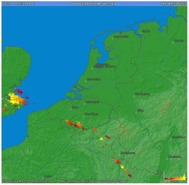 De weerkaart met live bliksemdetectie van Noodweer Benelux.