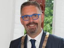 Oud-burgemeester Elburg doet huis in de aanbieding