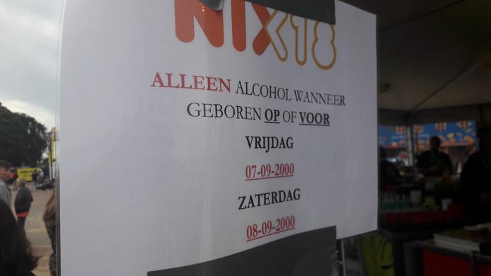 Aan de bars van Appelpop 2018 werd duidelijk gemaakt wie drank mocht en wie niet.