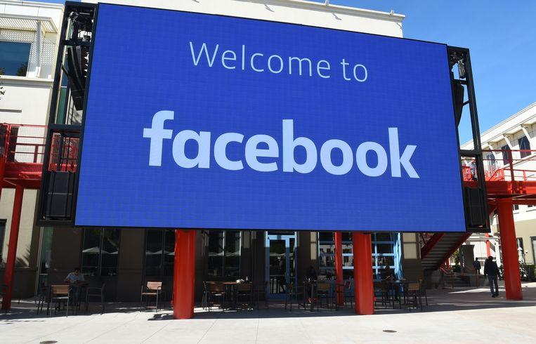 Facebook biedt wereldwijd alle Facebook-gebruikers inzicht in informatie die apps en websites delen met Facebook in Off-Facebook Activity. Gebruikers kunnen vervolgens bepalen of ze deze info willen loskoppelen van hun accounts.
