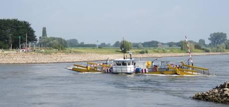 Pont tussen Brummen en Bronkhorst uit de vaart door hoog water
