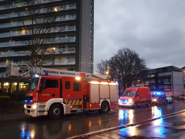 De brandweer moest ter plaatse komen om de bewoner te bevrijden.