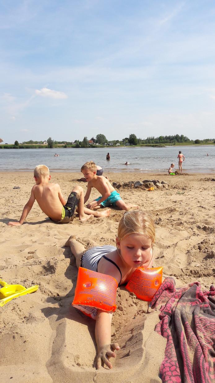 Genieten van het zomerse weer met een lekkere stranddag.