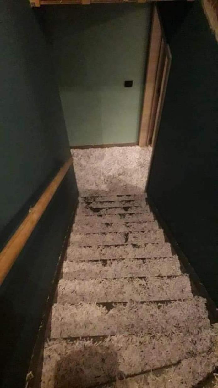 Het huis werd volledig onder de papiersnippers bedolven.