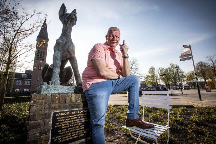 Jeroen ter Braak uit De Lutte op de Klapstoel. Hij is de eerste mannelijke voorzitter van De Zonnebloem, afdeling De Lutte.