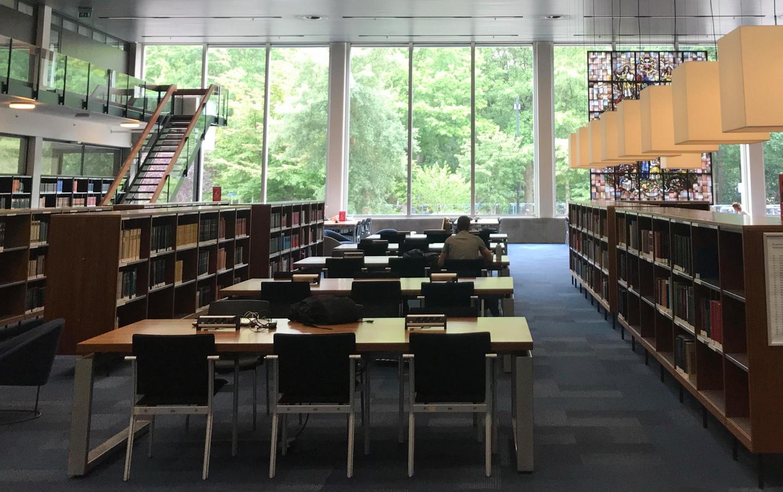 Een uitgestorven universiteitsbibliotheek in deze Vierdaagseweek.