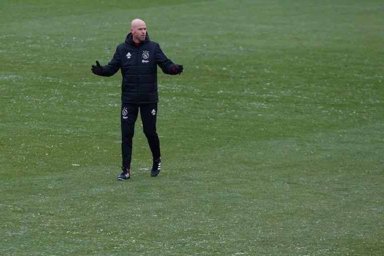 Ajax-rainer Erik ten Hag tijdens de laatste openbare training van Ajax in aanloop naar de wedstrijd tegen Feyenoord. Beeld ANP
